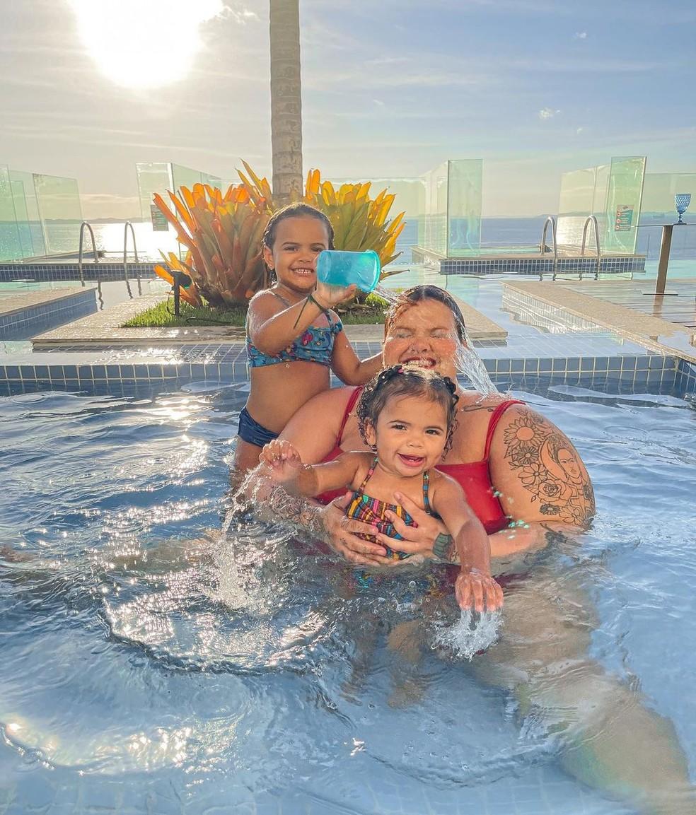 Thais Carla publica fotos com filhas em Salvador — Foto: Reprodução / Redes Sociais