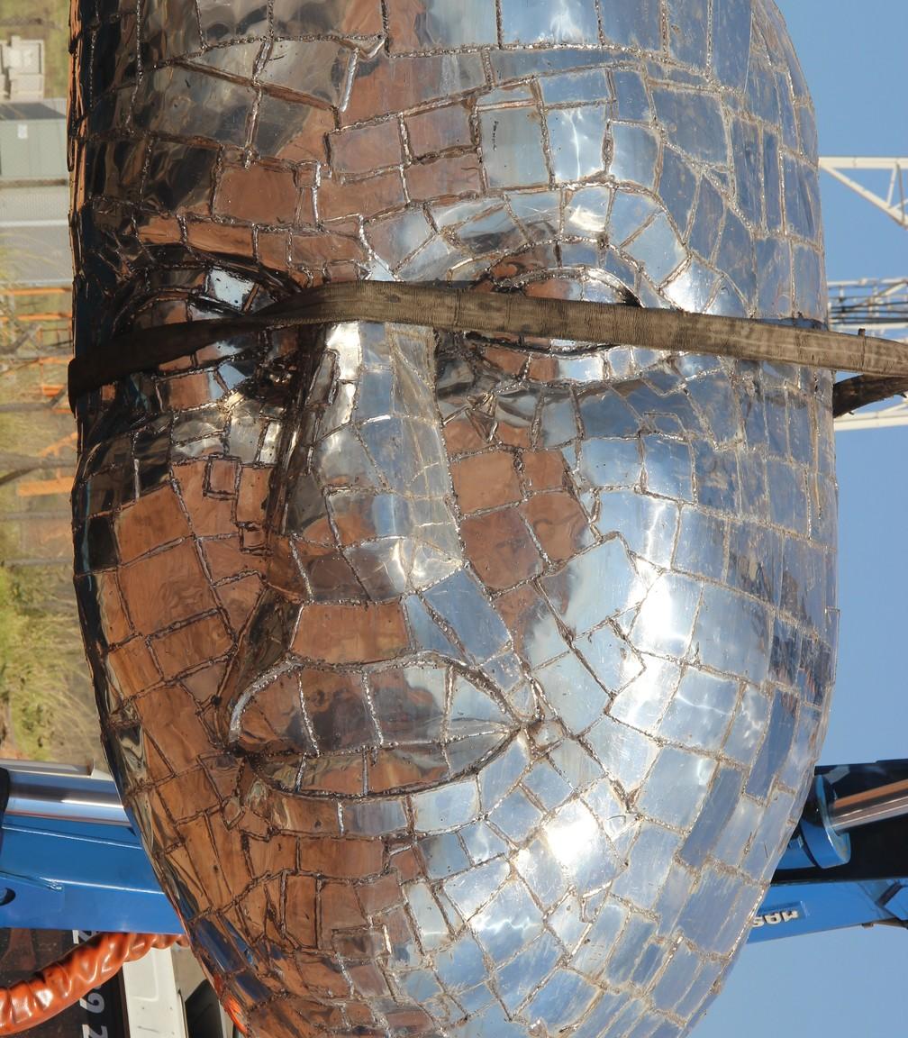 Rosto de Nossa Senhora Aparecida é transportado para o parque (Foto: Divulgação/Prefeitura de Aparecida)