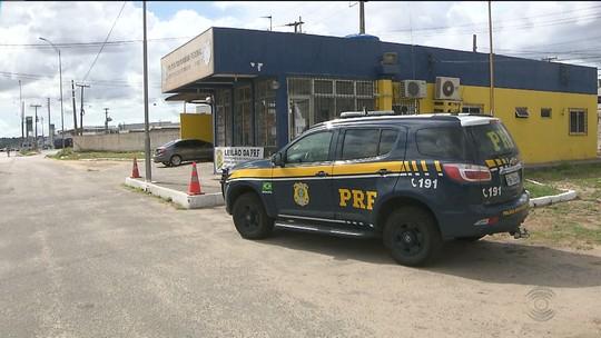 PRF investiga policial suspeito de assaltar família e provocar acidente, na Paraíba
