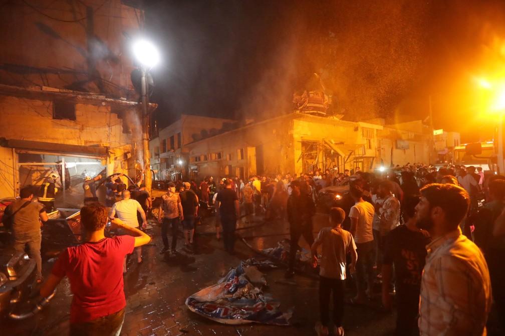 Explosão de carro-bomba atingiu cidade de Azaz, neste domingo (2), na Síria — Foto: Khalil Ashawi/Reuters