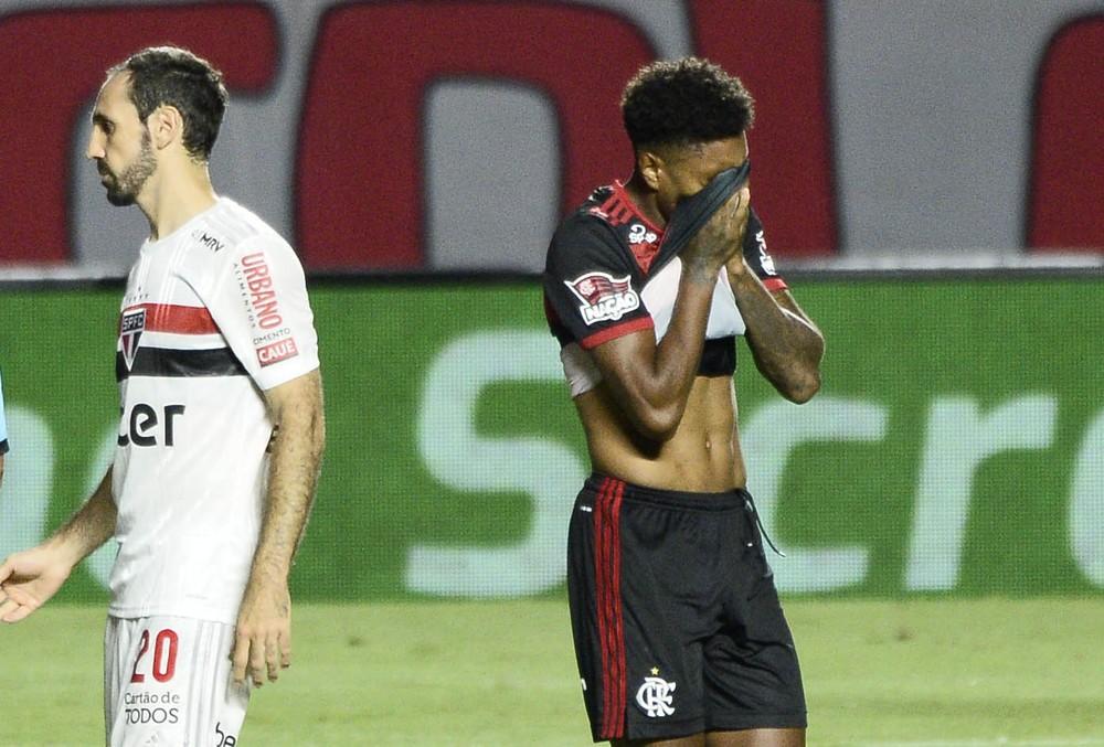 Atordoado e inofensivo, Flamengo vai à lona e sequer esboça reação em primeiro nocaute de 2020