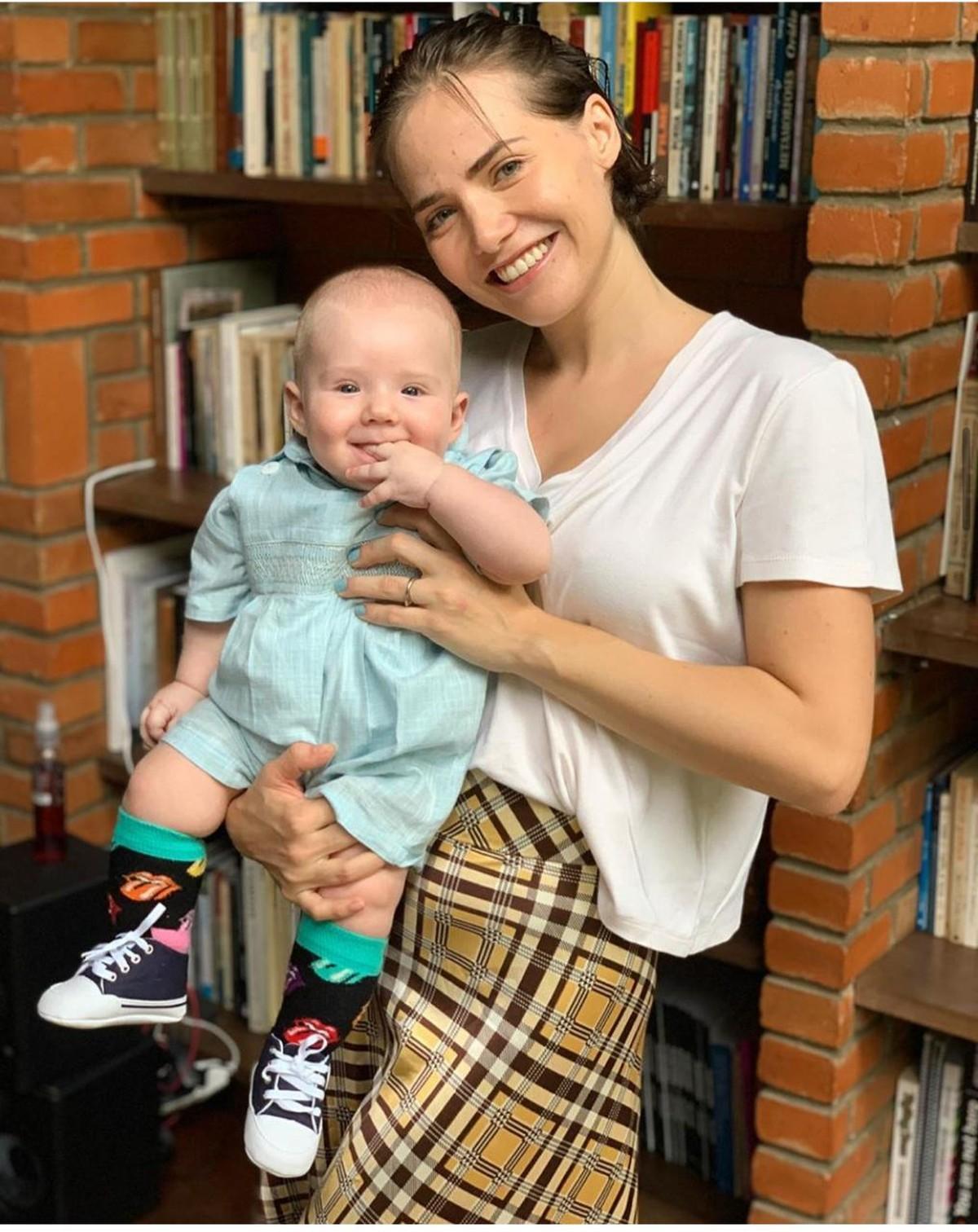 Letícia Colin compartilha suas dicas de amamentação: 'Queria desistir, mas  voltei' | Famosos