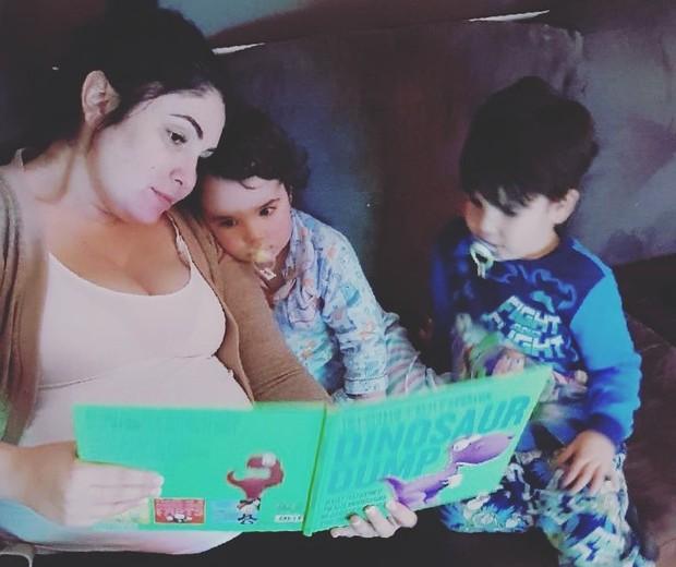 Laura ao lado dos filhos Luca e Sofia (Foto: Reprodução/Facebook)