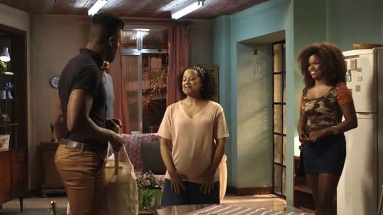 Dom apresenta Tânia como sua namorada