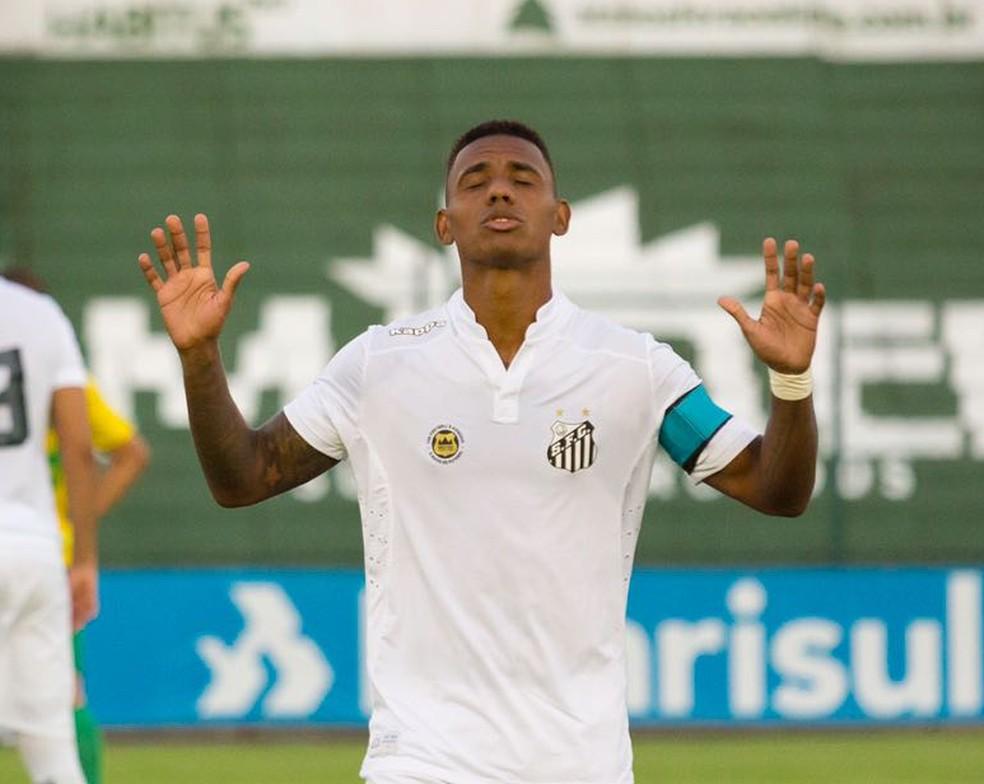 Diego Cardoso marcou o primeiro gol do Peixe contra o São Caetano (Foto: Divulgação)