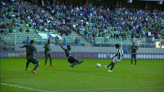 Inacreditável! Brenner e Renatinho perdem melhor chance do Botafogo