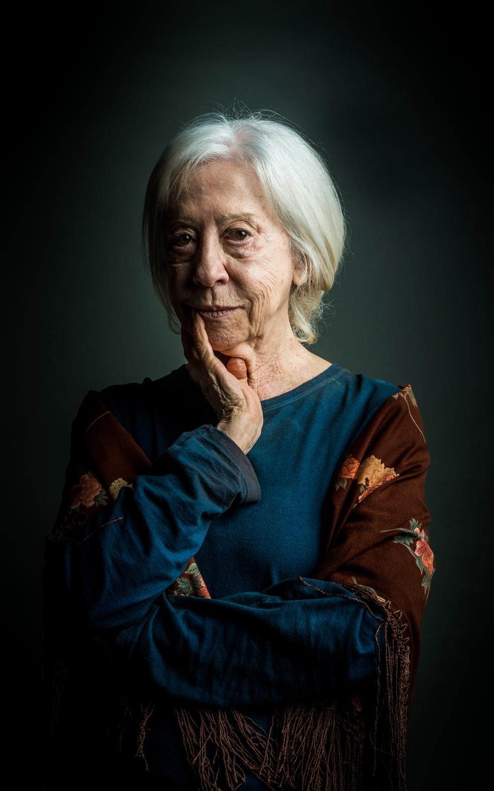 Respeitada por todos, é uma mulher mística, rezadeira, que escuta vozes, e está sempre disposta a ajudar o próximo com seus conselhos (Foto: Raquel Cunha/TV Globo)