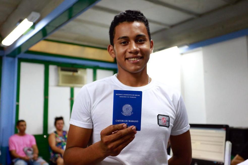 Evandro Sousa tirou sua primeira carteira de trabalho na Ação Global (Foto: Divulgação)