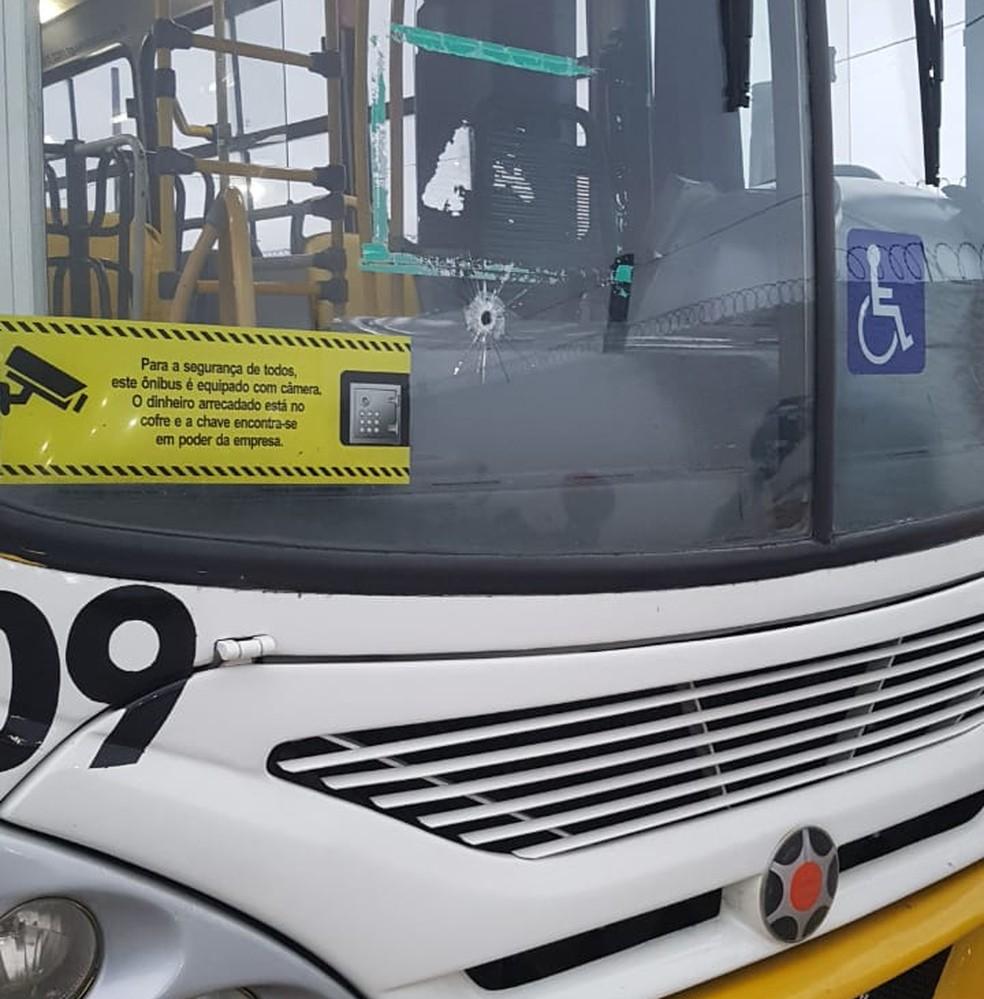Dois homens tentam assaltar ônibus e passageiro reage na Grande Natal (Foto: Redes Sociais)