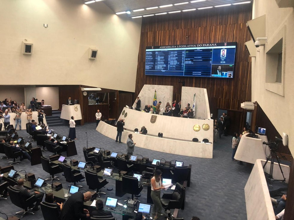 Projeto 'Escola sem partido' foi discutido na Assembleia Legislativa do Paraná, nesta segunda-feira (16) — Foto: Carolina Wolf/RPC