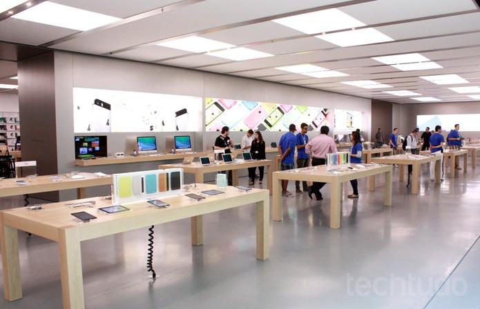 Parte da frente da Apple Store Village Mall (Foto: Allan Melo / TechTudo)