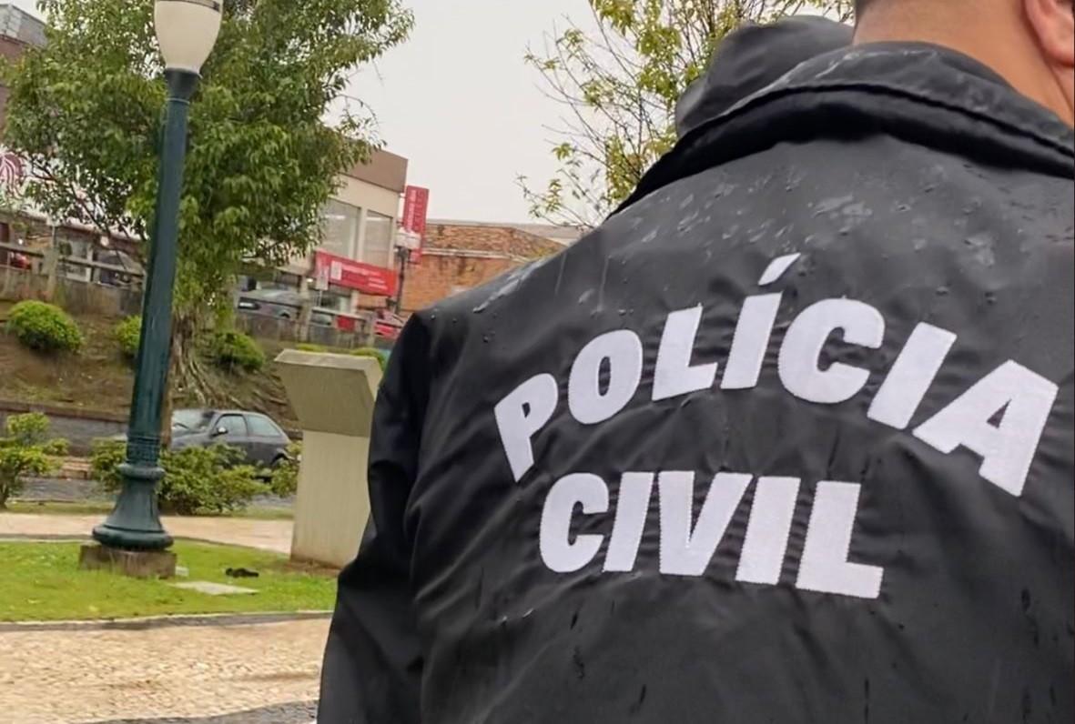 Suspeito de matar homem esfaqueado em praça de Ponta Grossa é preso em flagrante, diz polícia