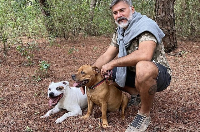 Leonardo Vieira com os seus cães em Lisboa (Foto: Reprodução)