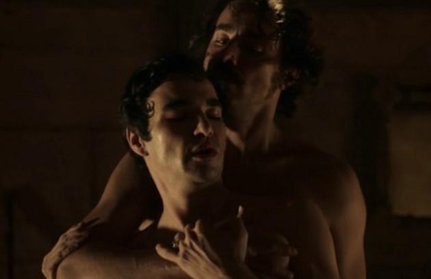 Caio Blat e Ricardo Pereira fizeram a primeira cena de sexo entre homens da TV aberta brasileira. Foi na novela 'Liberdade, liberdade', em que interpretaram André e Tolentino (Foto: Reprodução)