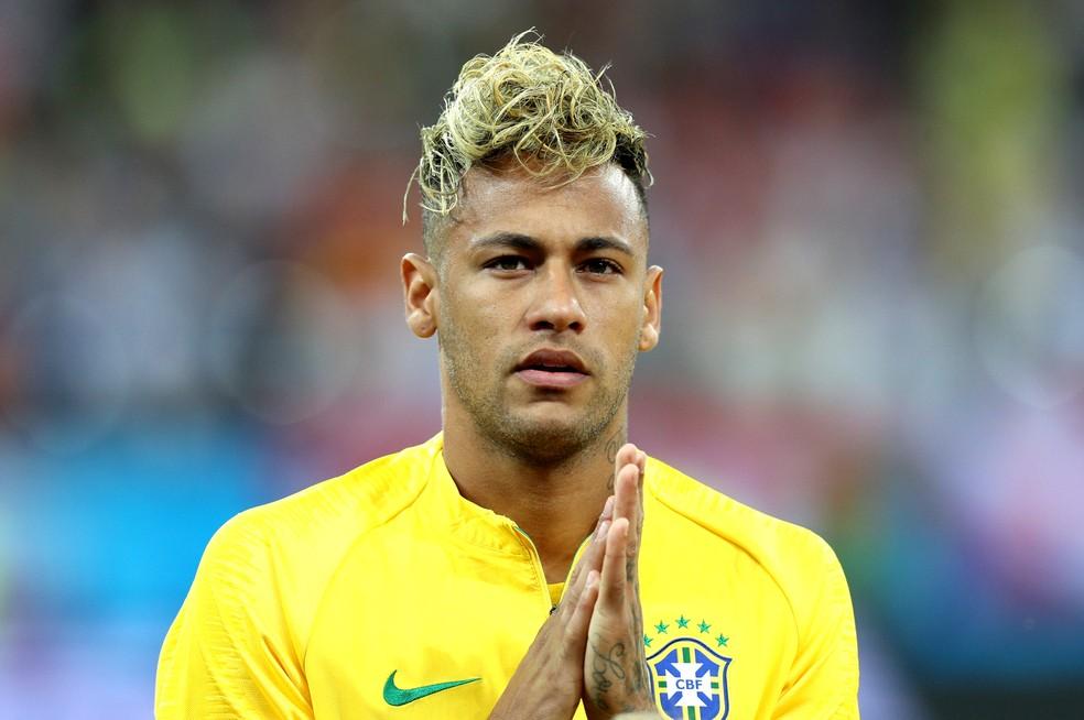 Topete de Neymar durou apenas um jogo: superstição? Camisa 10 não brilhou na estreia (Foto: Getty Images)