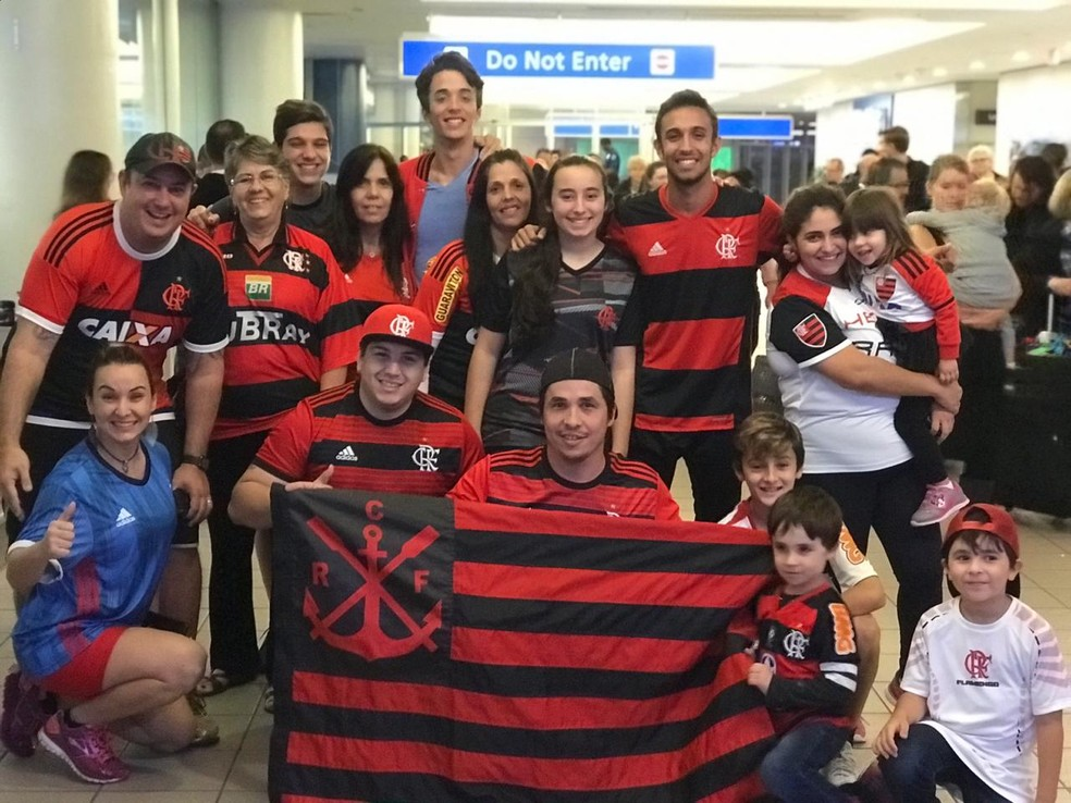 Grupo de brasileiros recepciona o Flamengo nos EUA — Foto: Cahê Mota/GloboEsporte.com