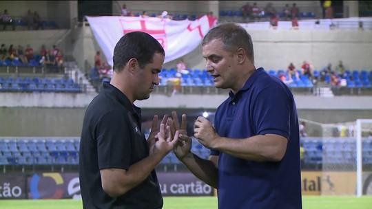 A quatro mãos, Diego Aguirre e André Jardine discutem o esquema tático do São Paulo