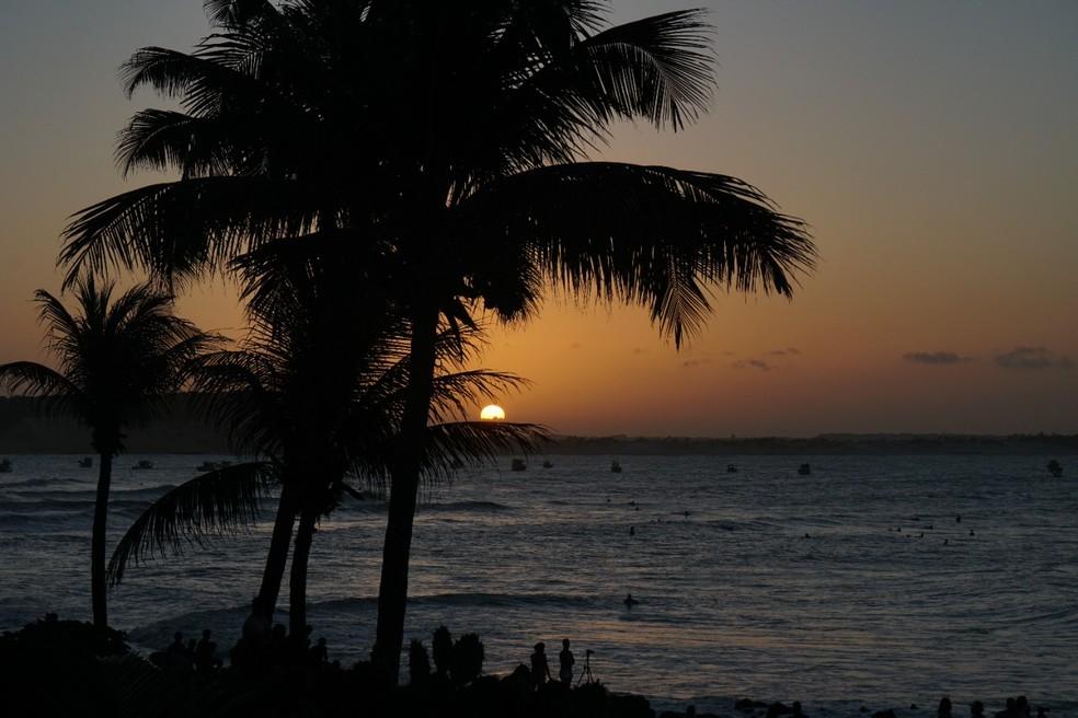 Pôr do sol em Baía Formosa, terra natal do campeão mundial e olímpico no surfe, Ítalo Ferreira. — Foto: Eros Sena