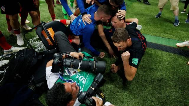 Fotógrafo após gol de Mario Mandzukic em Croácia x Inglaterra