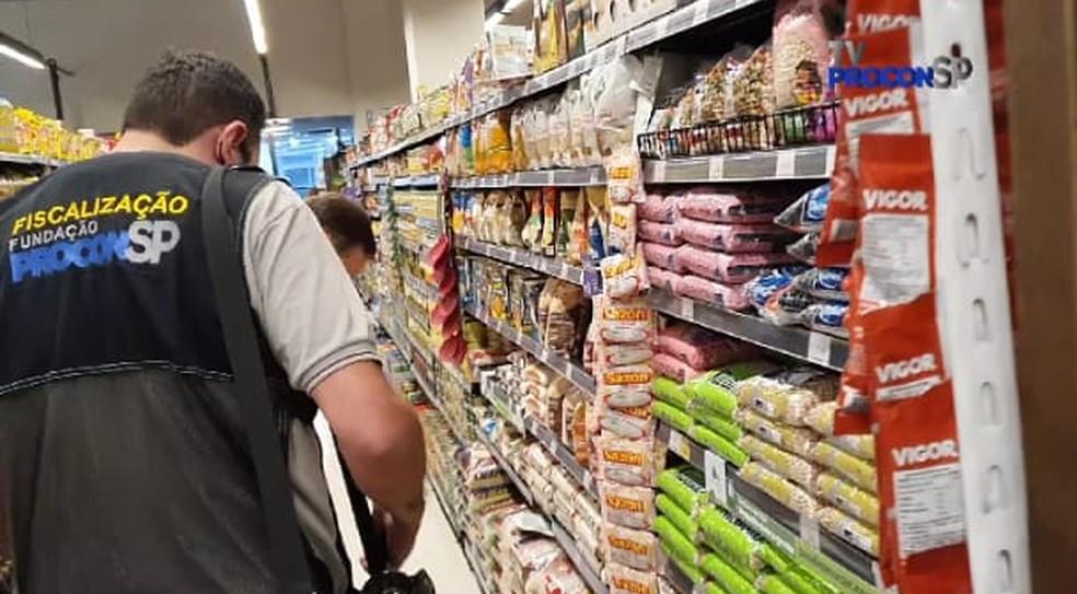 Procon fiscaliza supermercados em SP — Foto: Procon/divulgação