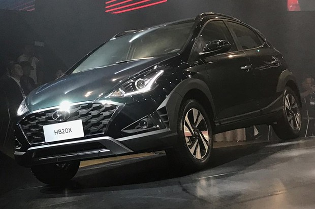 Novo Hyundai HB20X tem o mesmo estilo básico do conceito Saga (Foto: Diogo de Oliveira/Autoesporte)