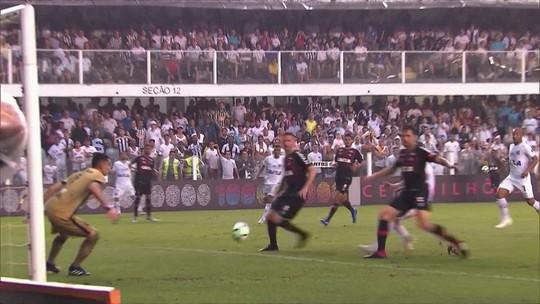Santos ganha do Atlético-PR com pênalti polêmico no fim