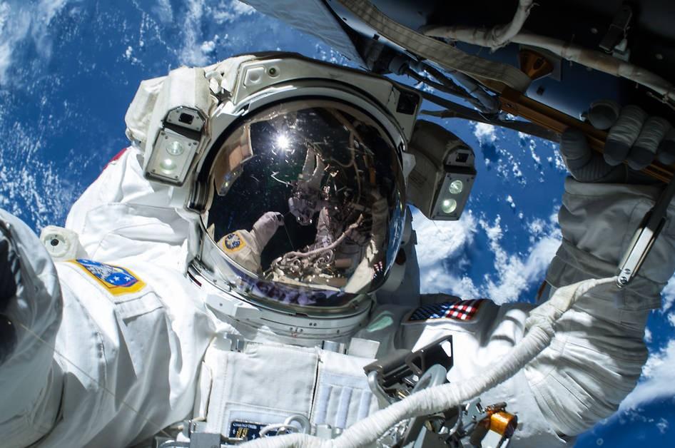 Faça a sua própria selfie no espaço (Foto: Divulgação/NASA)