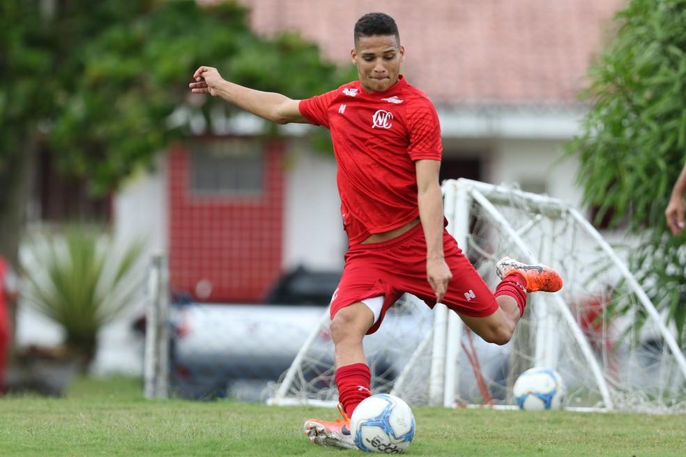 Thiago é maior promessa do Náutico — Foto: Marlon Costa/Pernambuco Press
