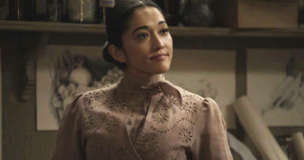Personagem de Jacqueline Sato é uma mulher direta, amiga de Januário. Ela também é medica e ajuda os moradores do cortiço  (Foto: TV Globo)