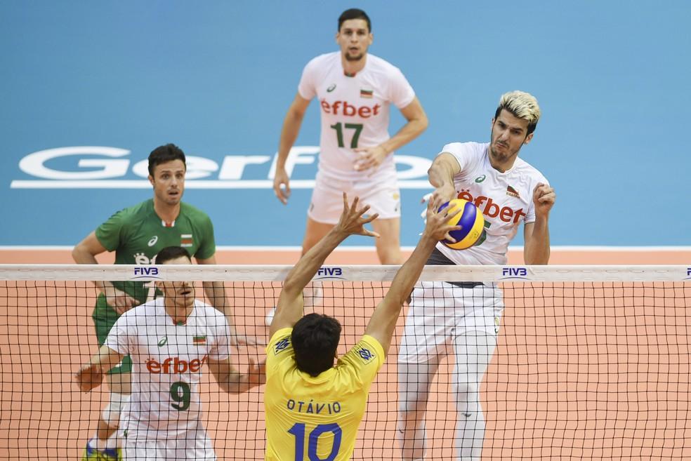 Brasil x Bulgária em ação neste domingo (Foto: FIVB)