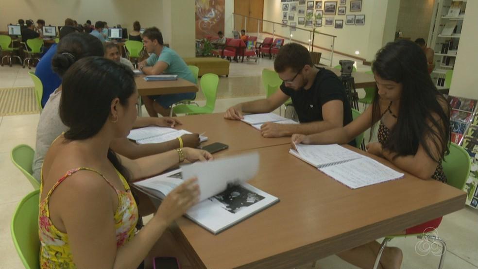 Candidatos organizam estudo para concursos públicos (Foto: Reprodução/Rede Amazônica Acre)