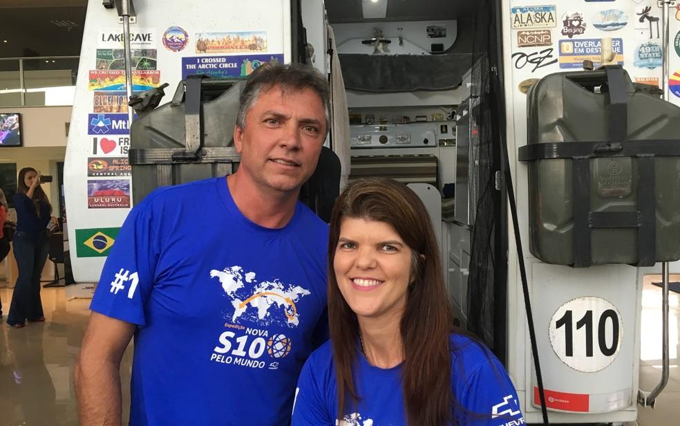 Amandio e Joselle chegaram em Goiânia depois de 1 ano e três meses de viagem pelo mundo (Foto: Vanessa Chaves/G1 )