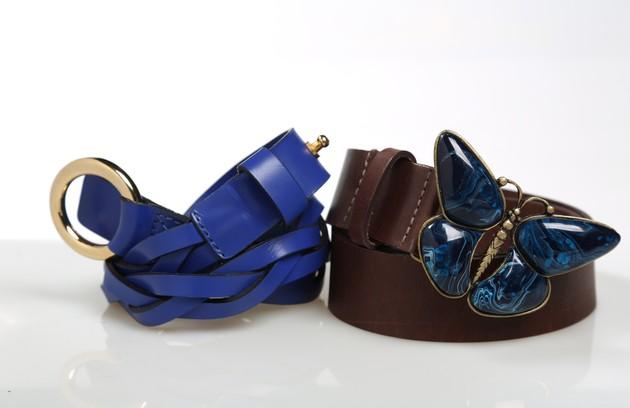 Cinto marrom com fivela de borboleta da Hackamore (R$ 272,00) e azul trançado da Looxx (R$ 92) (Foto: Paula Giolito)