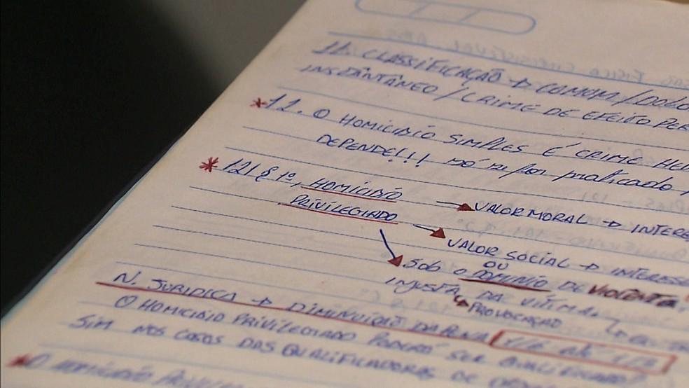 Polícia confirmou que os assuntos não referentes ao edital da PM e que o suspeito estaria estudando para prova (Foto: Reprodução/TV Cabo Branco)