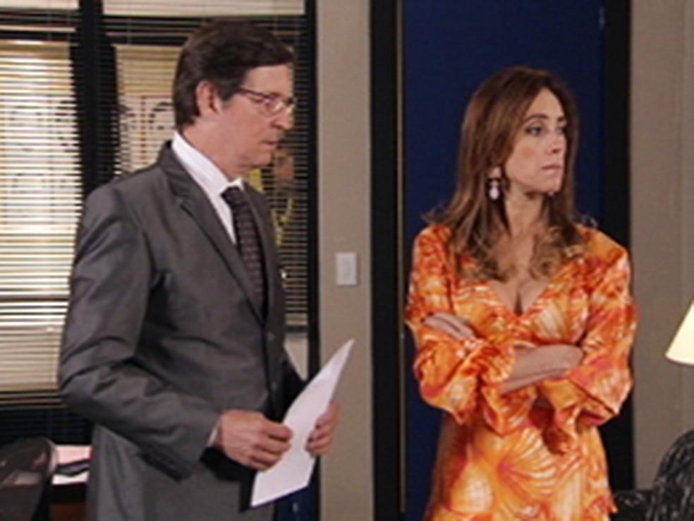 Tereza Cristina (Christiane Torloni) depõe sobre assalto e advogado desconfia da socialite em 'Fina Estampa' — Foto: Globo