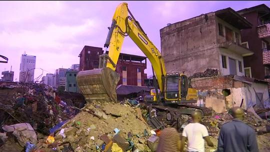 Equipes de resgate buscam sobreviventes sob escombros de escola em Lagos, na Nigéria