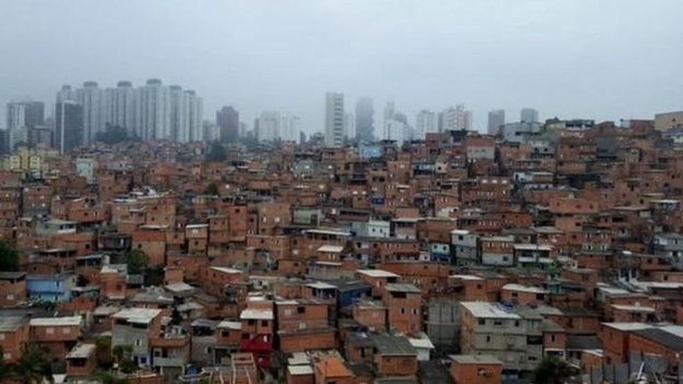 Ao contrário de muitas favelas de SP, Paraisópolis não fica na periferia, mas ao lado de áreas consideradas nobres — Foto: BBC NEWS BRASIL