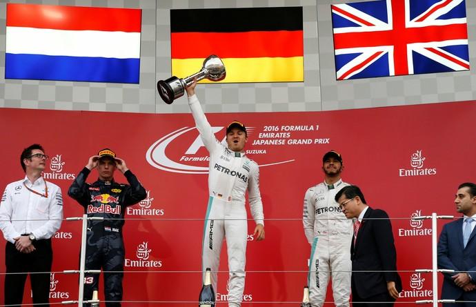 Nico Rosberg, Max Verstappen e Lewis Hamilton no pódio do GP do Japão (Foto: Reuters)