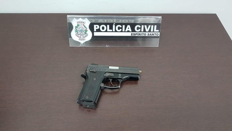 Arma recuperada de policial no Espírito Santo — Foto: Divulgação/ Polícia Civil