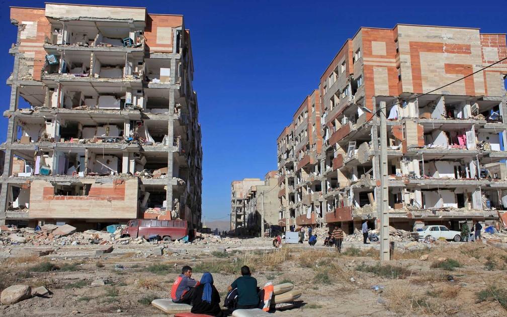 Edifícios danificados em Sarpol-e-Zahab, no oeste do Irã (Foto: Omid Salehi / AP Photo)