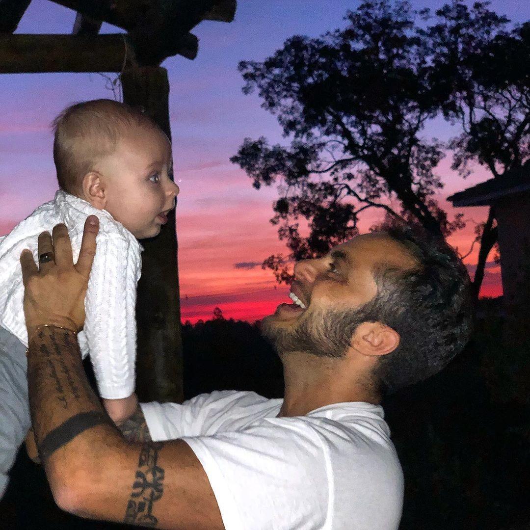 Thammy Miranda e o filho, Bento (Foto: Reprodução/Instagram)