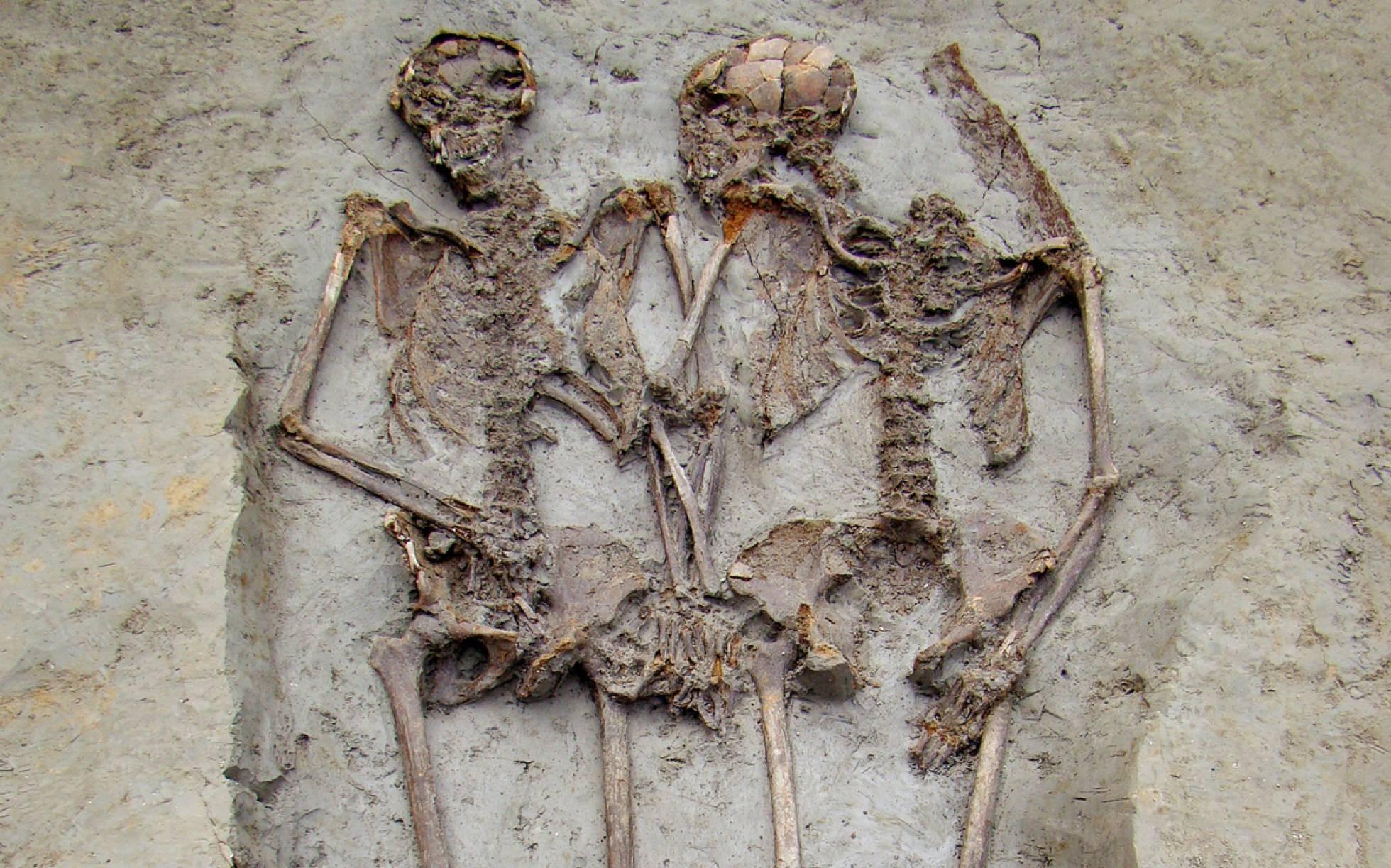 Esqueletos conhecidos como 'amantes de Modena' eram homens, indica estudo