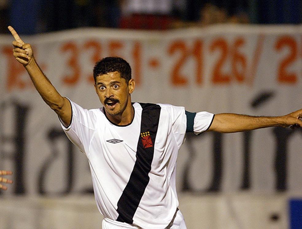 Valdir na época de jogador pelo Vasco: Flu era a vítima preferida (Foto: Agência O Globo)