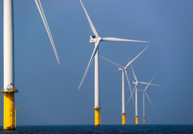 Turbinas eólicas de geração de energia no parque eólico marítimo Eneco Luchterduinen, perto de Amsterdã  (Foto:  REUTERS/Yves Herman)