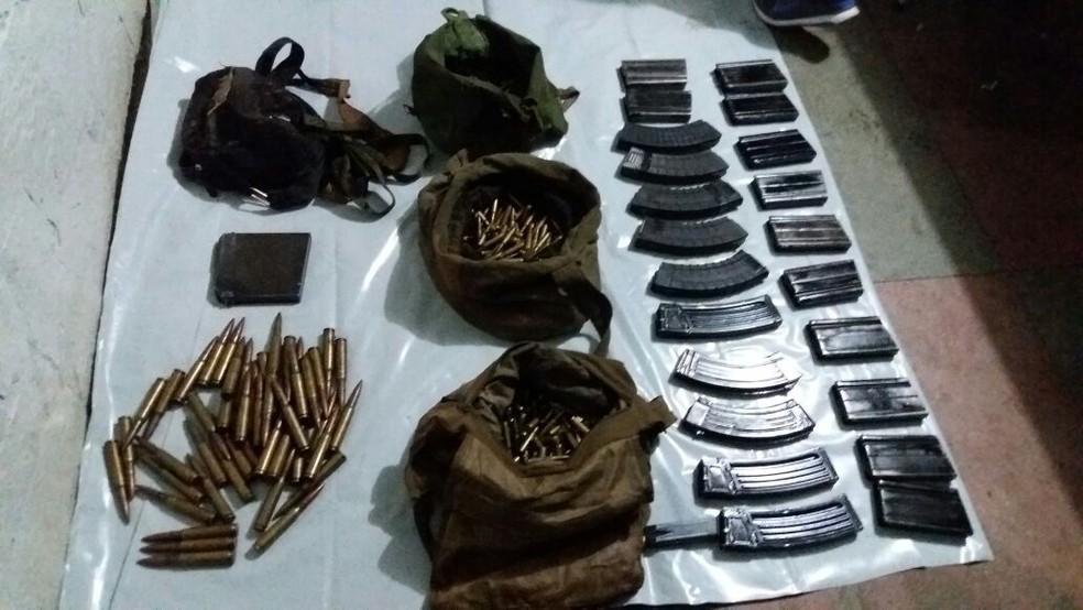 Várias munições foram apreendidas durante a ação (Foto: Polícia Militar/Divulgação)