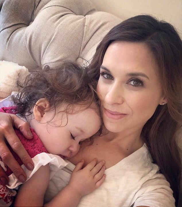 Lacey Chabert e a filha Julia (Foto: Instagram)