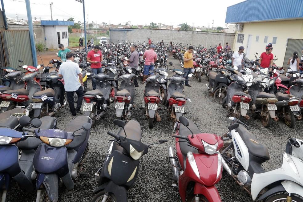 Exposição de 181 motocicletas leiloadas em abril deste ano, no terceiro leilão da ASTT — Foto: Marcos Filho Sandes/Ascom