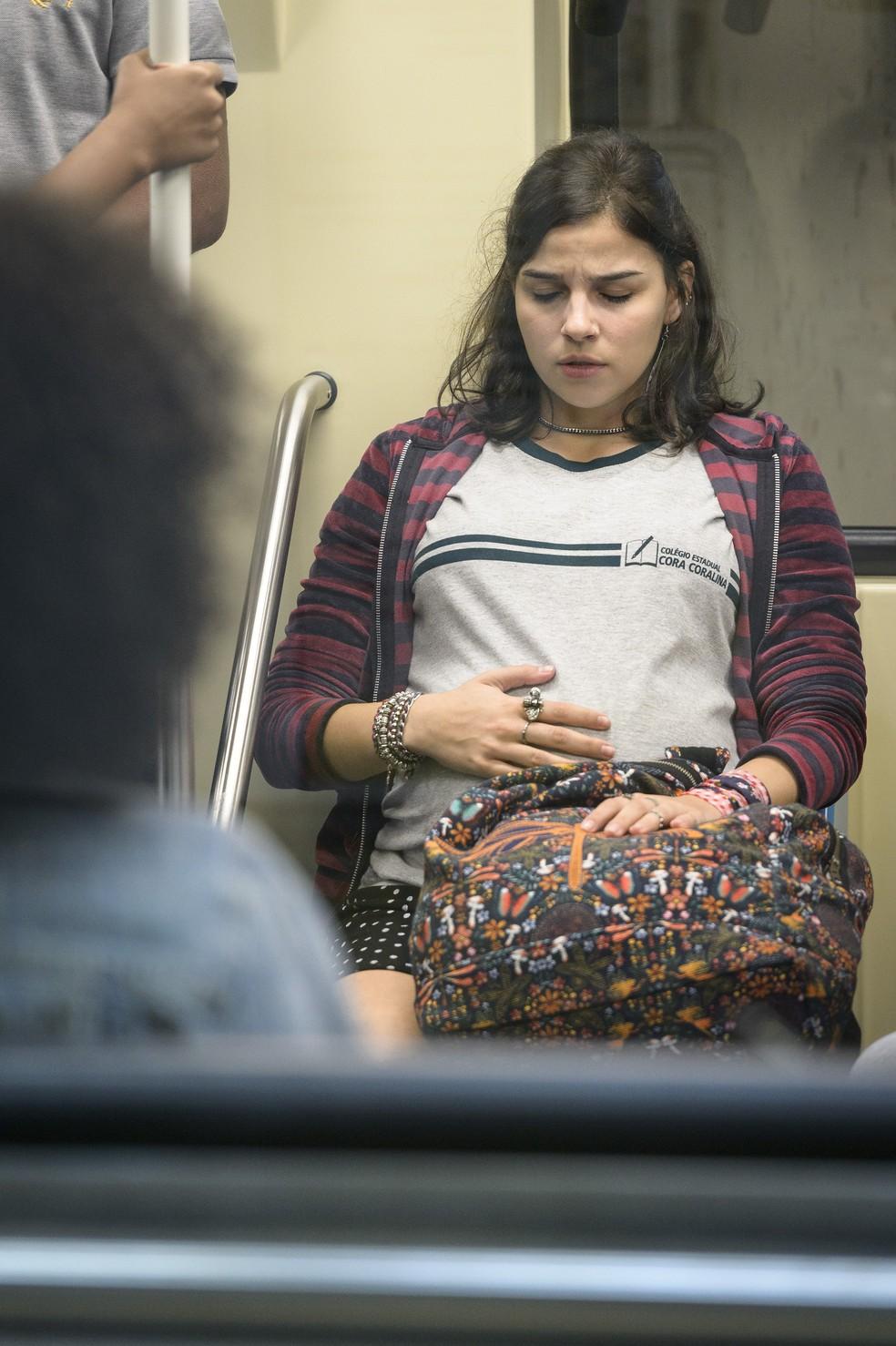Keyla começa a sentir contrações no metrô — Foto: Globo/Ramón Vasconcelos