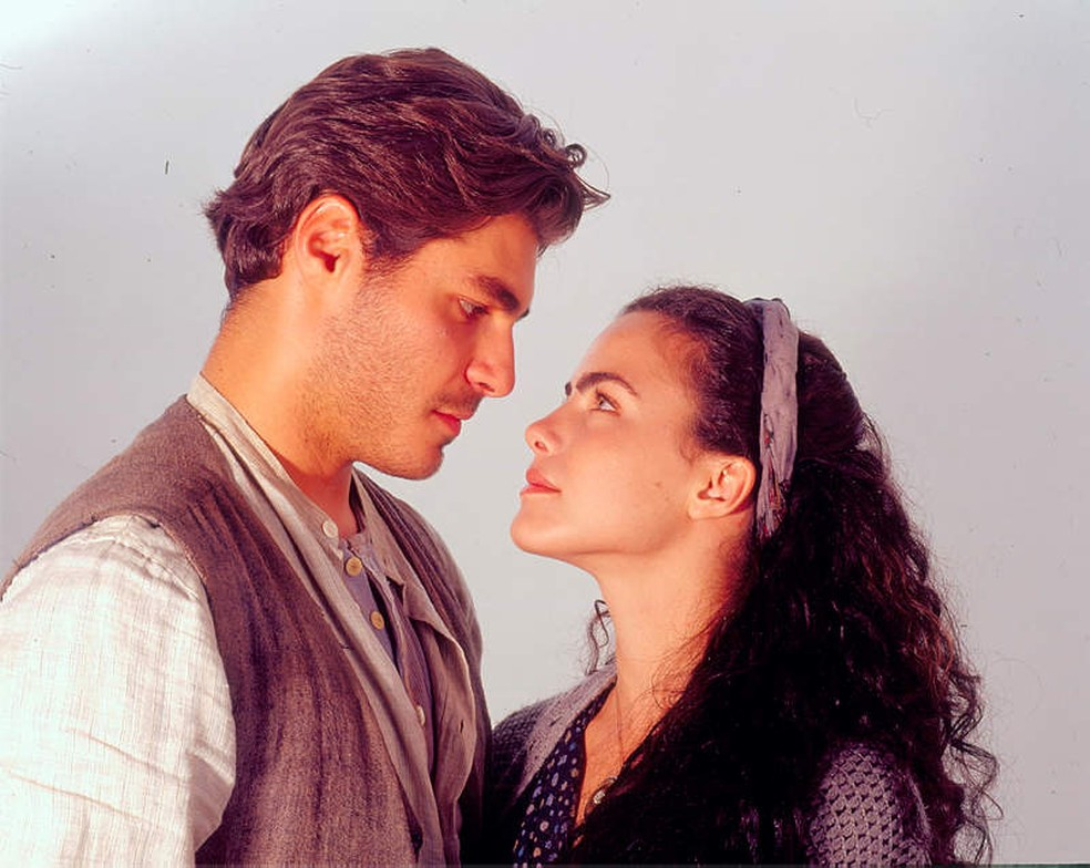 Matteo (Thiago Lacerda) e Giuliana (Ana Paula Arósio) em 'Terra Nostra' — Foto: Acervo TV Globo