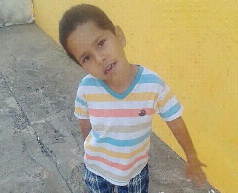 Menino precisa pagar exames e viajar para São Paulo  (Foto: Arquivo da família )